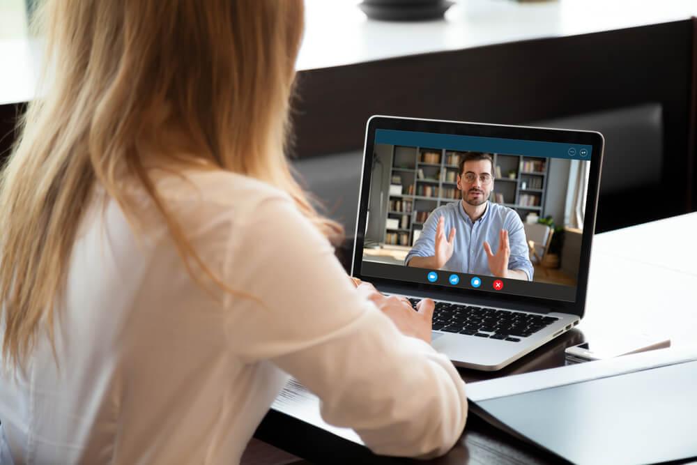 Como trabalhar na Internet com consultoria online?